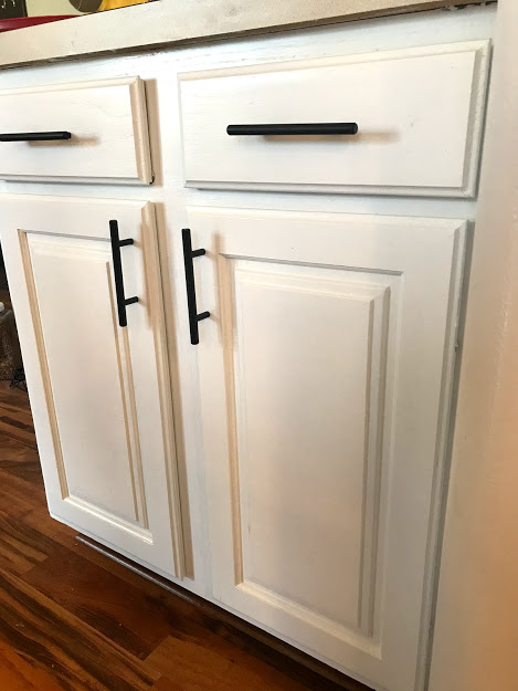 How To Paint Kitchen Cabinets In 5 Steps Crochet It Creations